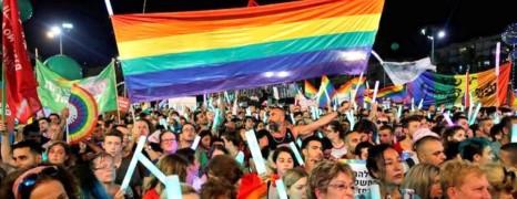 Israël : des milliers de personnes dans la rue contre une loi interdisant la GPA aux couples gays