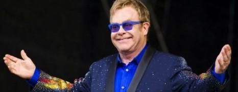 Elton John appelle à boycotter les réseaux sociaux