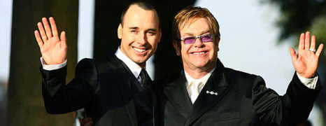 Elton John se marie ce week-end !