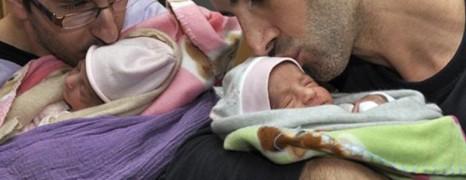 Fabius fait revenir les deux papas bloqués au Mexique