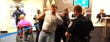 Vidéo : une agression homophobe à l'aéroport de Dallas