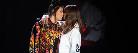 Victoires de la musique : la chanteuse Hoshi porte plainte après un harcèlement lesbophobe