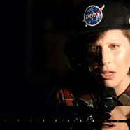 Lady Gaga en larmes aux youTube Awards