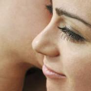 Royaume-Uni : 2 lesbiennes virées d'un supermarché pour un baiser