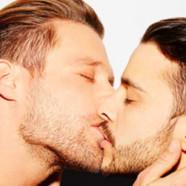 VIDEO : des stars allemandes hétéros s'embrassent contre l'homophobie