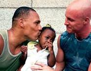 Suisse : les homos autorisés à adopter l'enfant de leur partenaire