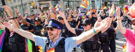 Les organisateurs de la Pride Parade de Toronto demandent à la police de ne pas défiler