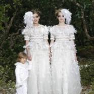 Chanel fait défiler 2 mariées