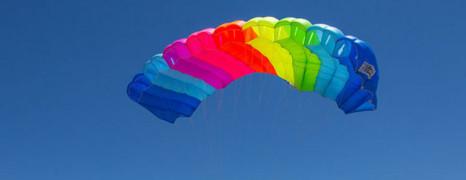 Rassemblement de parachutistes LGBT en Californie