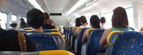 Des tracts homophobes dans des bus scolaires